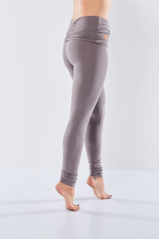 Eco yoga legging Shaktified - Volcanic Glass van Urban Goddess