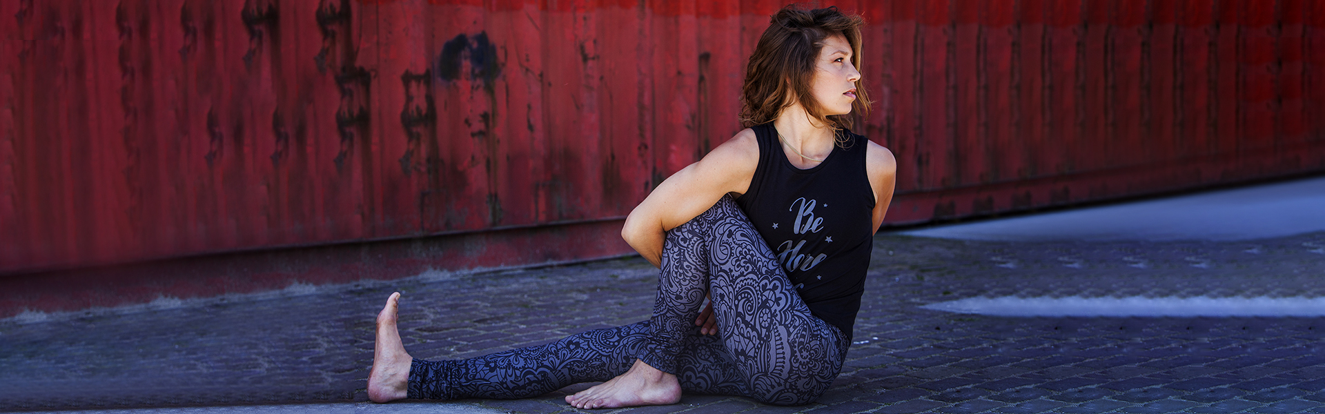 Banner Urban Goddes yoga wear